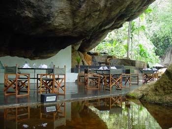 Boulder Garden Hotel Resort Kalawana Sri Lanka - Dining