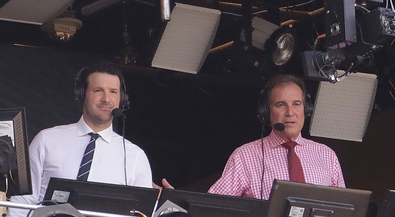 'Hello, friends': Jim Nantz agrees to remain with CBS Sports