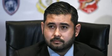 Malaysian prince wants Glazer meeting to buy stake in Manchester United