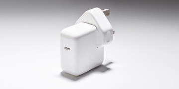 Brazilian state slaps Apple with $1.9-million fine for selling iPhones without power chargers
