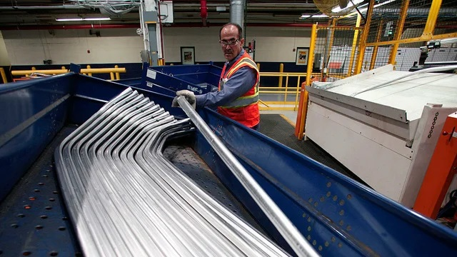 Manufactured goods orders drop in February