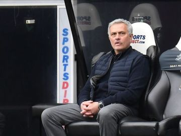 Spurs squad 'couldn't believe' Mourinho put-down as pressure on manager grows