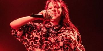 Billie Eilish: How star warmed up her voice using pre-show ritual
