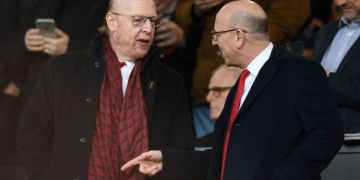 Avram Glazer's snappy reply as Man Utd owner asked about selling club in tense exchange