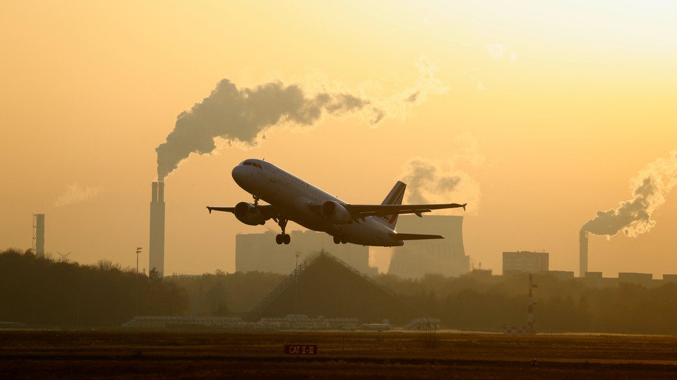 French aviation slash carbon emissions by banning domestic flights