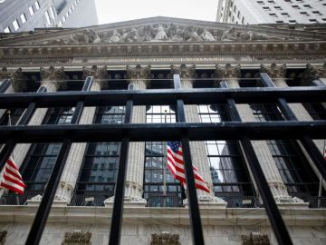 Futures rise as growth stocks bounce, economic data eyed