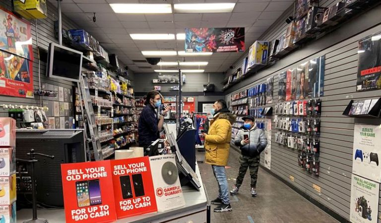 S&P lifts GameStop credit rating, helping push into e-commerce