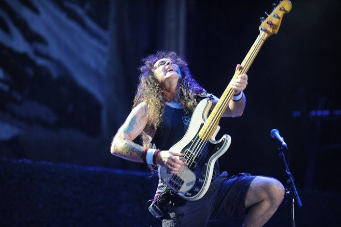 Steve Harris stated that the album contained very complex songs, which he had to work hard on.  photo juano tesone