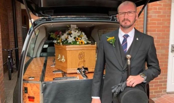 For stopping outside, funeral director issues PS42 Fine Hospital to receive body