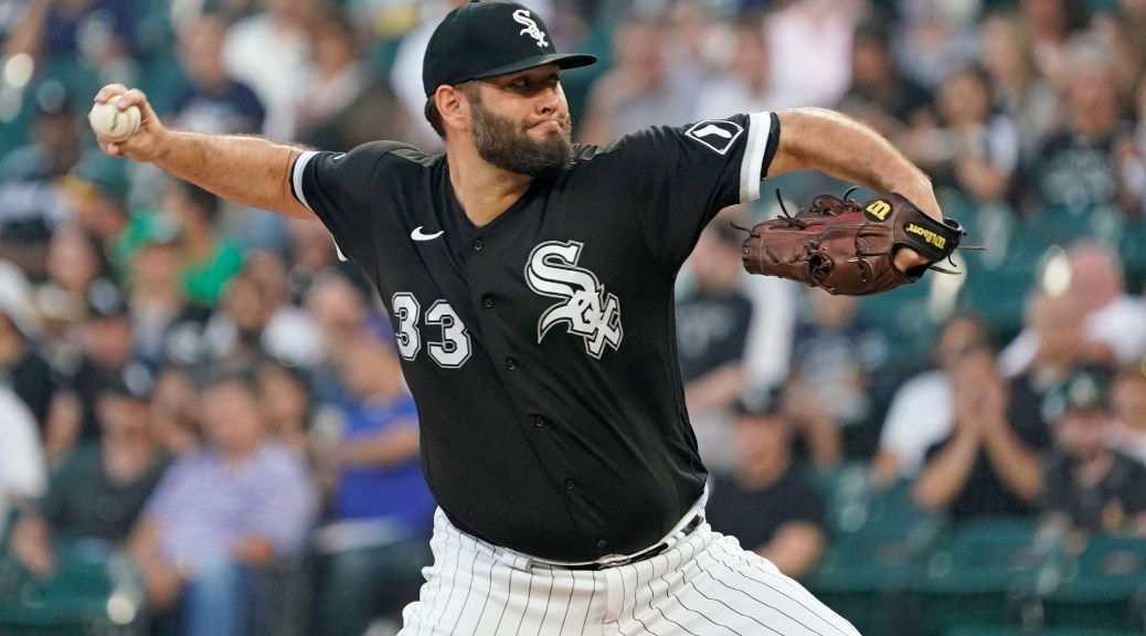 White Sox's Lance Lynn was thrown at the umpire and thrown his belt. During foreign substance control
