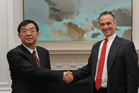 Wesleyan, Chinese Social Science Group Enter Into Scholarly Partnership | News @ Wesleyan
