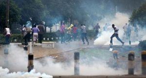 kenyan police tear gas