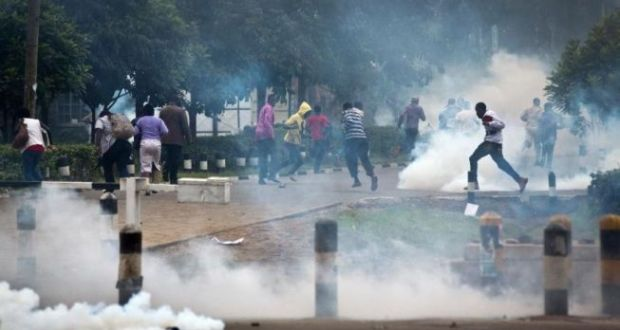 kenyan police tear gas
