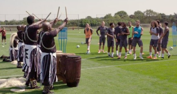 Arsenal Team Surprised By The Rwandan Dance Troupe On Their Field
