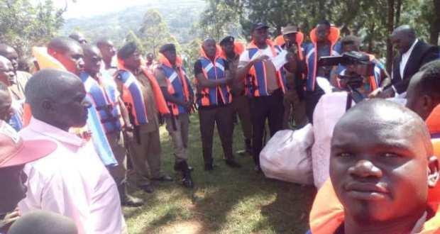 police gives life jackets