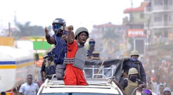 Bobi Wine assured his supporters in Namutumba and surrounding areas that he is a double edged sword after he came dressed in a whole new way. After all the alleged