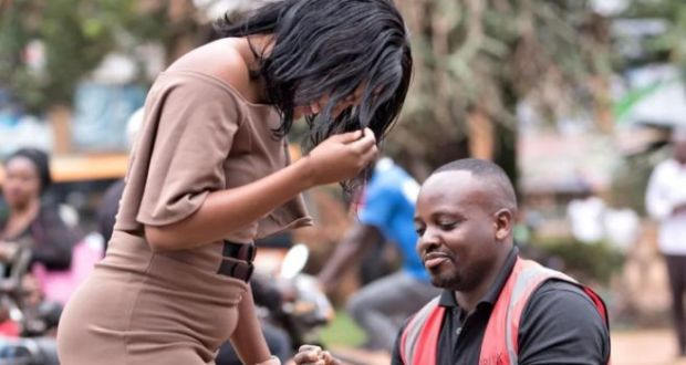 Man Blocks Traffic On Entebbe Road Highway To Propose To Girlfriend