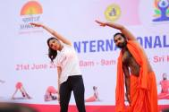 Shilpa Shetty Performing Yoga Postures with Shwaasa Guru Shree Vachananda Swamiji