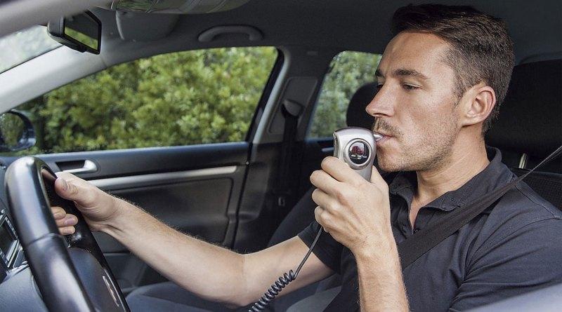 Возможные изменения ПДД: алкозамки, временные права и полный запрет телефонов за рулём