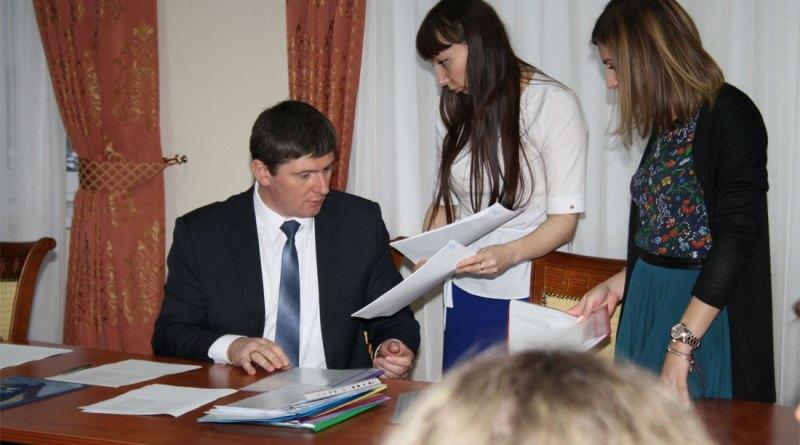 Повышение зарплат аппарату суда в 2020 году в России - последние новости