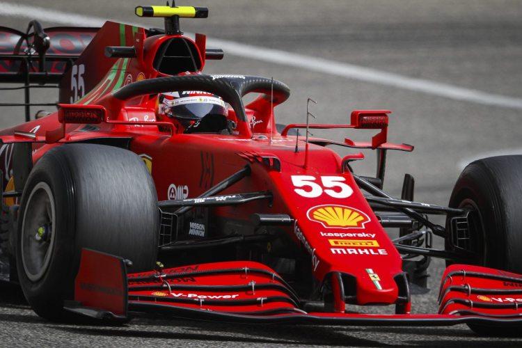 Carlos Sainz ha rivelato il piano della Ferrari che ha portato all'eliminazione di Daniel Ricciardo dalla Q1 del Gran Premio di Turchia.