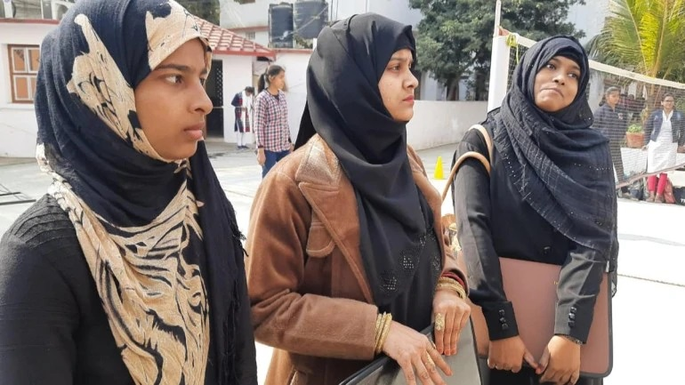 Students staged a protest against burqa ban in Patna, Bihar on Saturday. (Photo credit: India Today)