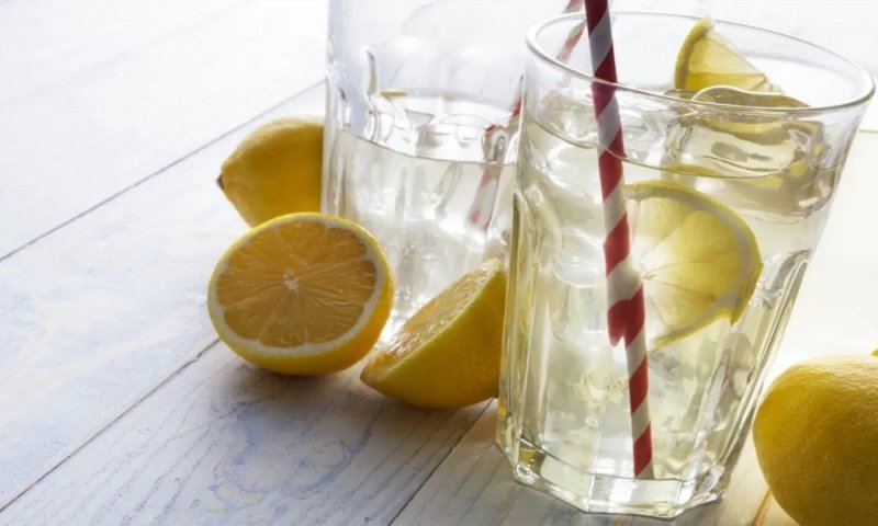 Lemon Water Freshens breath