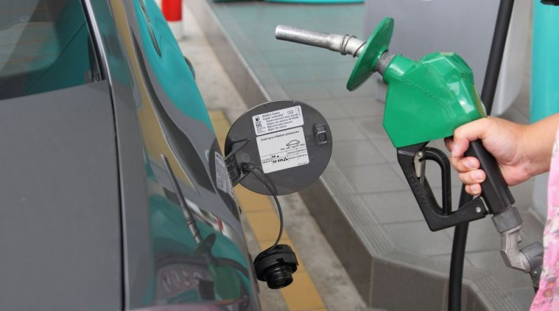 Petrol Price reduce by Rs 15 new petrol price is 81.58 in Pakistan