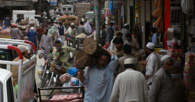 markets during corona lockdown in pakistan
