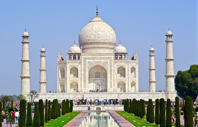 Taj Mahal spend holidays 2021 in India and visit beautiful Taj Mahal