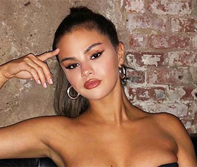 Did Selena Gomez Get A Boob Job Plastic Surgeon Explains Her Dramatically Different Look News Need News
