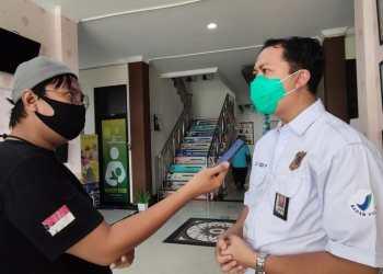 Kepada BPOM Gorontalo, Agus Yudi Prayudana saat memberi keterangan terkait kasus keracunan makanan Napi Kelas 2 A Gorontalo. (f. Anki/nn)