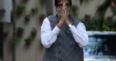 सदी के महानायक अमिताभ बच्चन 76 साल के हो गए हैं। उनके चाहने वाले उन्हें बधाई संदेश भेज रहे हैं।