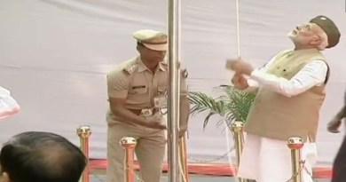 नेताजी सुभाष चंद्र बोस की आजाद हिंद फौज सरकार के गठन की 75वीं वर्षगांठ पर पीएम ने तिरंगा फहराया है।