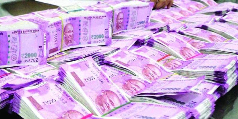 सीबीडीटी की रिपोर्ट के मुताबिक देश में एक करोड़ रुपये से ज्यादा की कमाई करने वाले करदाताओं की संख्या में 60 फीसदी का इजाफा हुआ है।