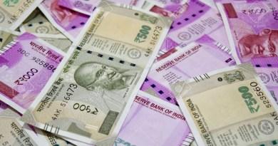 नेपाल की सरकार ने 200, 500 और 2000 के नए भारतीय करेंसी नोट को बैन कर दिया है।