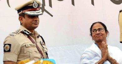 शारदा चिटफंड घोटाला मामले में जांच के लिए राजीव कुमार को सीबीआई के सामने पेश होना पड़ेगा।