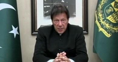 पड़ोसी मुल्क के प्रधानमंत्री इमरान खान ने आतंकी हमले में पाकिस्तान का हाथ होने से साफ इनकार कर दिया।