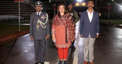 भारतीय वायुसेना के विंग कमांडर अभिनंदन वर्तमान देश लौट आए हैं।