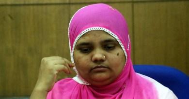 गुजरात में 2002 के दंगों के दौरान सामूहिक बलात्कार का शिकार हुई बिलकिस बानों 50 लाख रुपये बतौर मुआवजा मिलेगा।