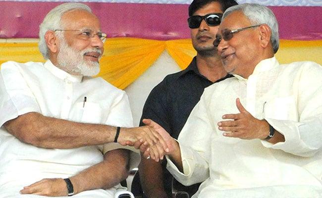 नीतीश कुमार के साथ पीएम मोदी