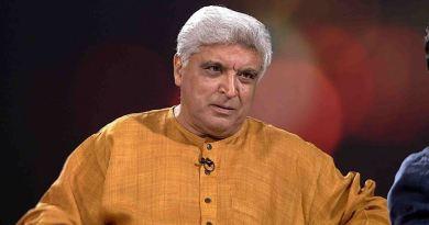 गीतकार जावेद अख्तर को करणी सेना ने उनके घूंघट पर दिए बयान को लेकर धमकी दी है।