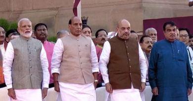 दूसरी मोदी सरकार के मंत्रिमंडल का बंटवारा हो गया है। इस बार कई पुराने मंत्रियों का मंत्रालय बदल दिया गया है।