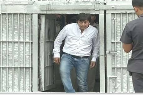 मध्य प्रदेश के इंदौर में बीजेपी विधायक आकाश विजयवर्गीय को जेल से रिहा कर दिया गया है।