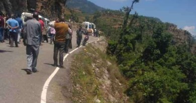 टिहरी में खाई में गिरी कार, 6 की मौत