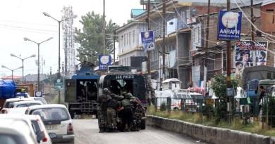जम्मू-कश्मीर में बड़ा आतंकी हमला हुआ है। इस हमले में CRPF के 5 जवान शहीद हो गए हैं, जबकि तीन जवान घायल हो गए।