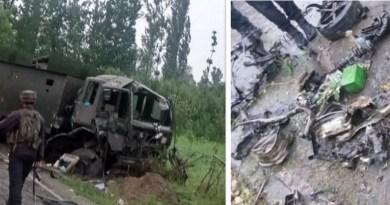 जम्मू-कश्मीर के पुलवामा में एक बार फिर आतंकी हमला हुआ है।