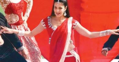 उत्तराखंड के औली में आयोजित गुप्ता बंधुओं की 200 करोड़ रुपये की शाही शादी में अभिनेत्री कटरीना कैफ भी शामिल हुईं। शादी में कटरीना कैफ ने जबरदस्त परफॉर्मेंस दी।