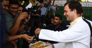 कांग्रेस अध्यक्ष राहुल गांधी का बुधवार को 49वां जन्मदिन है। राहुल गांधी के बर्थडे पर कांग्रेस कार्यकर्ता जश्न मना रहे हैं।