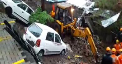 महाराष्ट्र के पुणे में देर रात बड़ा हादसा हुआ है। कोंढवा इलाके में Alcon Stylus नाम की सोसायटी के कंपाउंड की दीवार झुग्गियों पर गिरने से 16 लोगों की मौत हो गई।